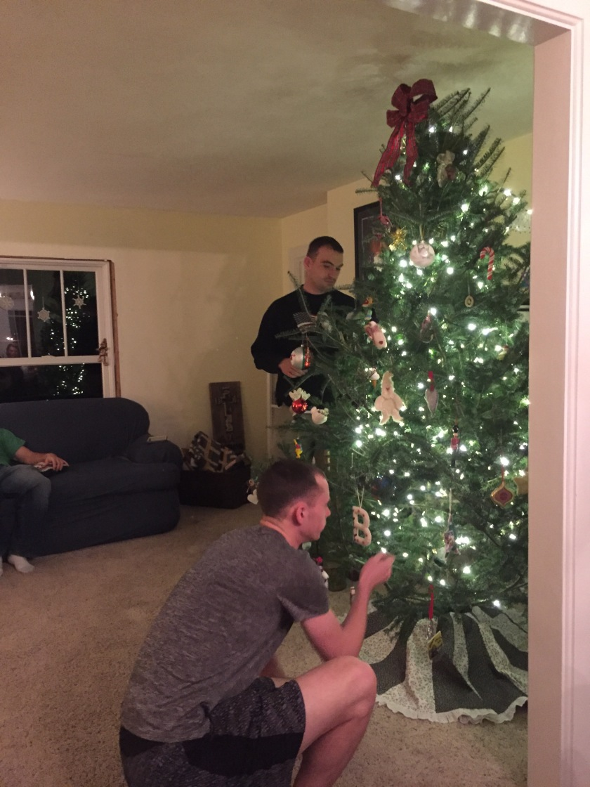 23-christmas-decorating-tree